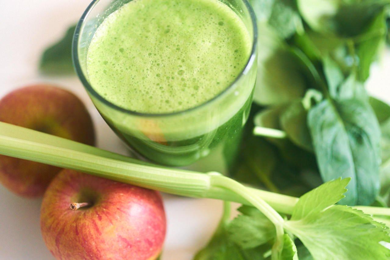 Selleriesaft mit Apfel und Spinat