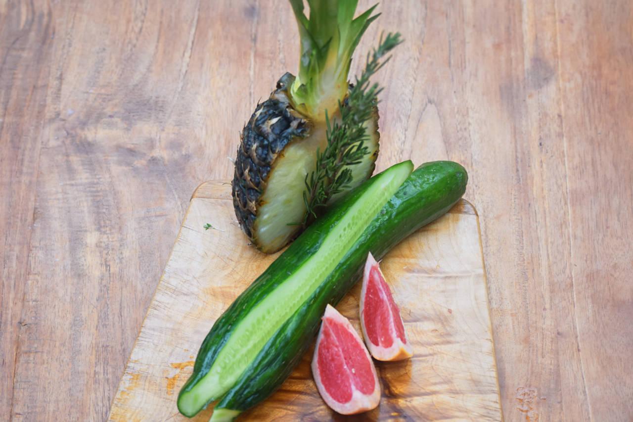 Zutaten für Ananas Salatgurke Rosmarin Saft